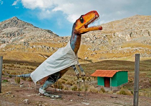 dinosaurio-escultura-peru-arequipa-tour