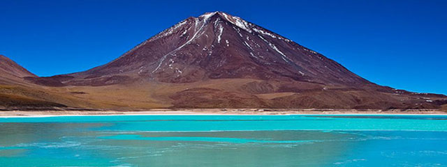 Laguna Colorada - green Lagoon
