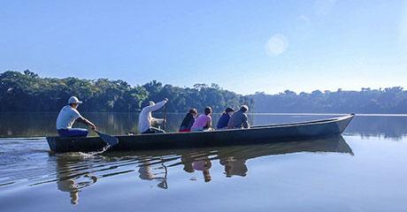 Viaje por el rio Amazonas en bote