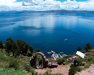 Isla de los Uros en el Lago Titicaca en Puno